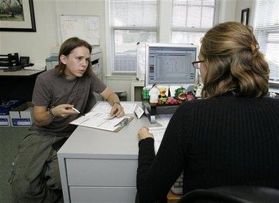 Aproape 500.000 de români au preferat să stea acasă în loc să muncească