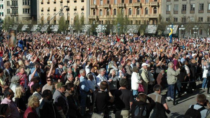 Milioane de persoane din întreaga lume au gustat fructele amare ale politicilor de demonizare