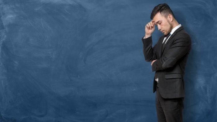 Un manager la început de drum și dificultățile sale în coordonarea celor mai în vârstă: realitate sau stereotip?