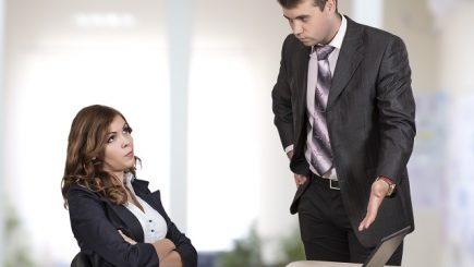 Cum să faceți față acuzațiilor la locul de muncă