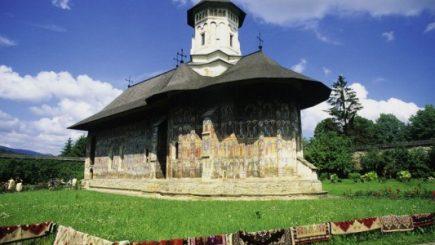 În ce mod a fost surprinsă frumusețea sacră a României, de către Le Monde