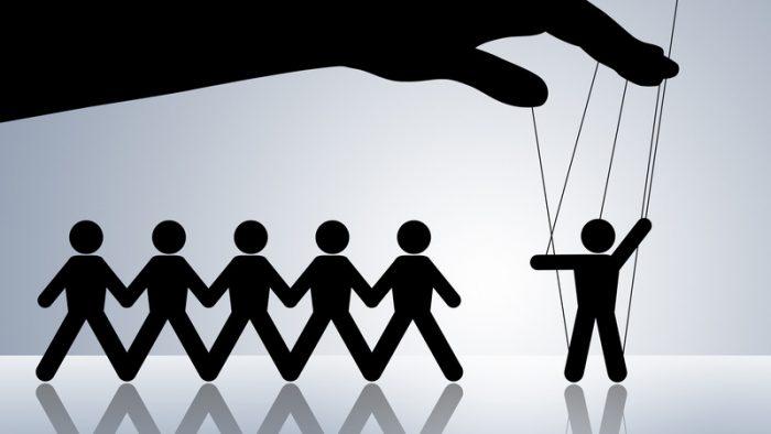 Cum îţi manipulezi, subtil, colegii