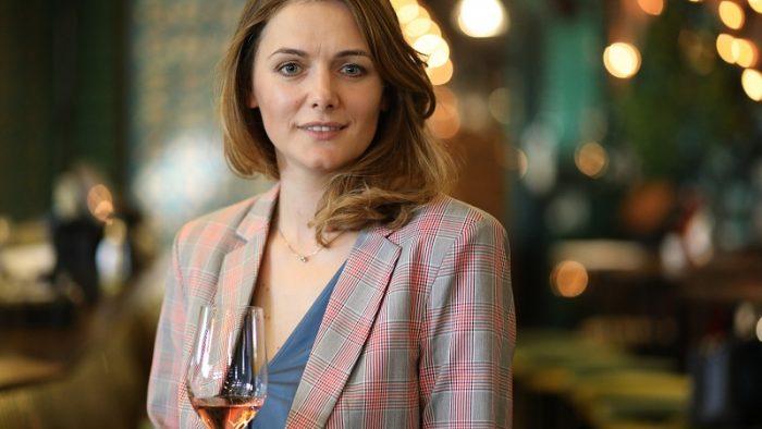 """Interviu cu Marinela V. Ardelean: """"În lumea vinului, să stai pe loc înseamnă să faci un pas în spate"""""""