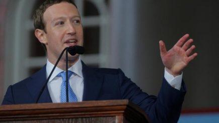 """Fondatorul Facebook pledează pentru venitul universal: """"Oameni ca mine ar trebui să suporte aceste costuri"""""""