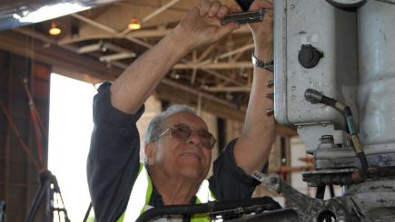 """""""Vin la serviciu în fiecare zi, fără greş"""". Carieră de mecanic la American Airlines: A rămas la acelaşi angajator de 75 de ani"""