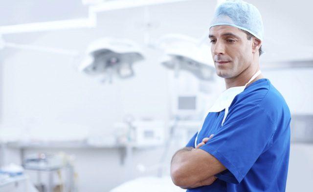 Medicii şi asistentele ameninţă din nou cu greva generală