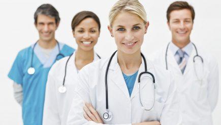 Unii studenţi de la Medicină ar putea fi obligaţi să muncească în România