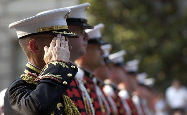 Guvernul vrea să schimbe regulile în privinţa pensiilor militare