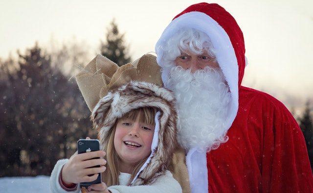 Ce le spui copiilor care întreabă dacă moșul e adevărat?  Da, Moș Crăciun există și e în fiecare dintre noi!