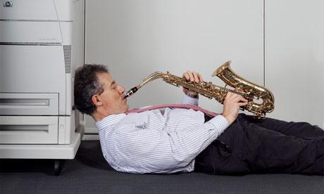 Muzica la birou crește productivitatea sau scade puterea de concentrare?