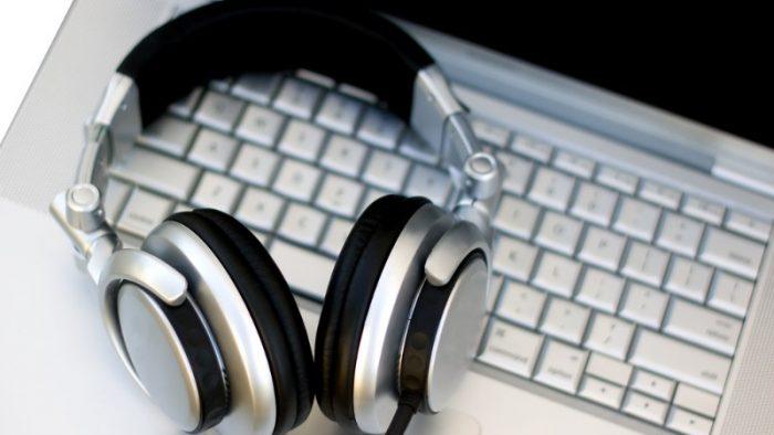 Tu ce asculți în timp ce lucrezi? 2 aplicații pentru a-ți crește productivitatea