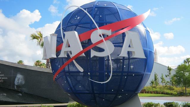 NASA vrea să angajeze pe cineva care să apere Pământul: Salariul este de aproape de 200.000 de dolari