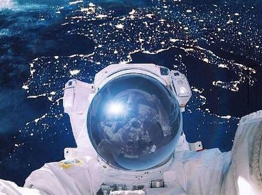 NASA scoate la licitație primul SELFIE făcut în spațiu