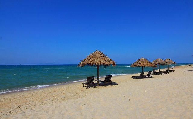 Bucureştenii cheltuie cel mai mult pe vacanţele petrecute pe litoralul românesc - studiu