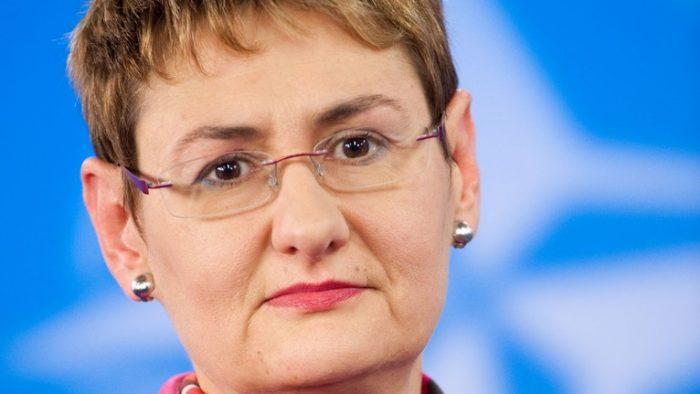 Oana Lungescu – a refuzat să fie informator al Securității, iar după 25 de ani a ajuns purtător de cuvânt NATO
