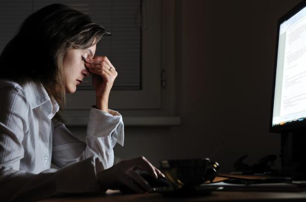 7 obiceiuri la birou, care îți pun în pericol sănătatea