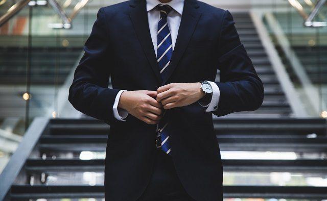 A renunțat la o carieră în banking pentru a face evaluări. Povestea unui business pornit de la zero
