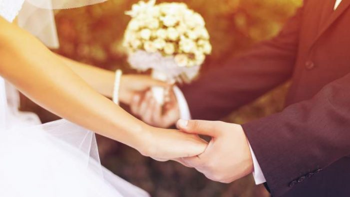 La ce vârste se căsătoresc și nasc româncele