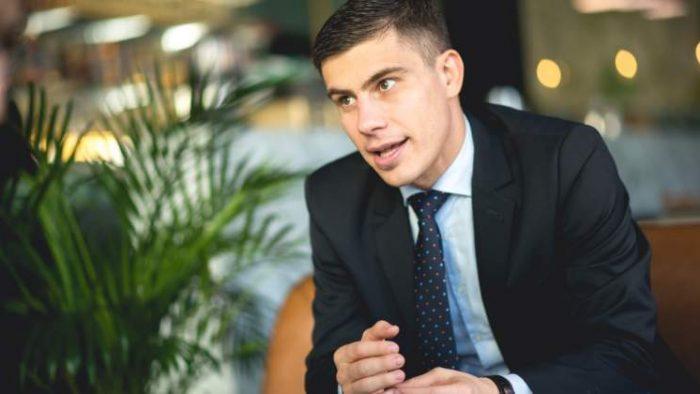 La prânz cu CFO-ul Bittnet Systems: Cristian Logofătu, despre cea mai importantă atitudine în business, Buffett, Munger și formula magică pentru economisire
