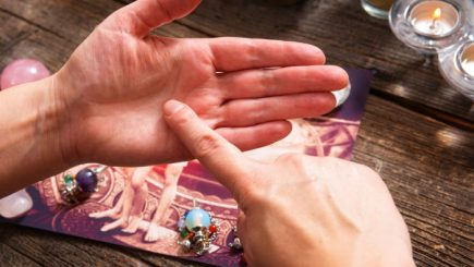 Ce a descoperit Robert Cialdini citind în palmă: Pre-suasiunea, o metodă revoluţionară de a influenţa şi convinge