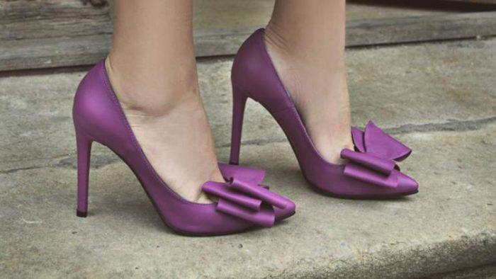 Cine sunt tinerii din publicitate care vând sute de perechi de pantofi şi genţi handmade