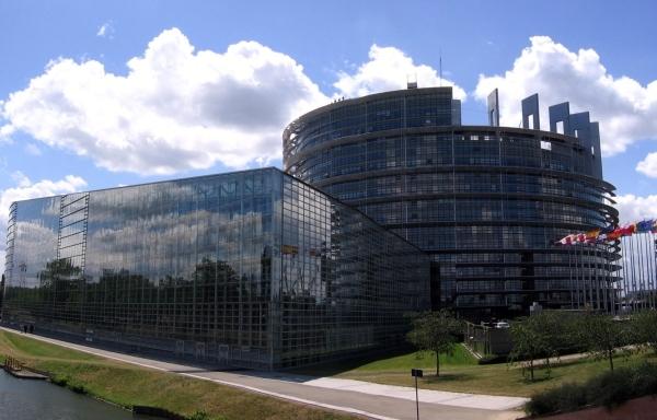 Pune mâna pe un stagiu cu leafă fabuloasă la Parlamentul European!