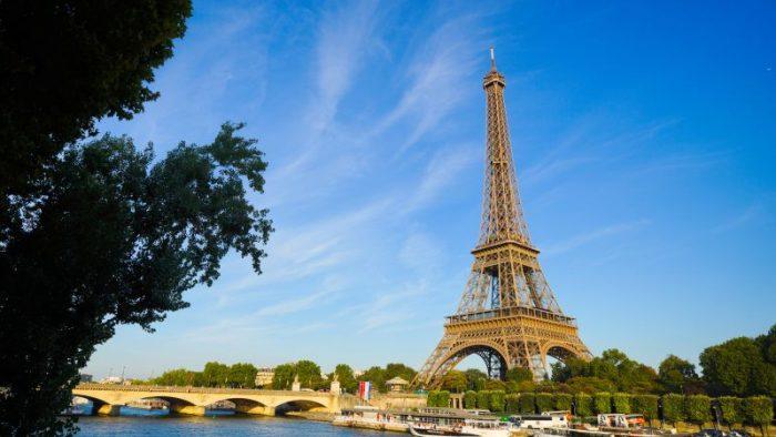 La pas prin Paris