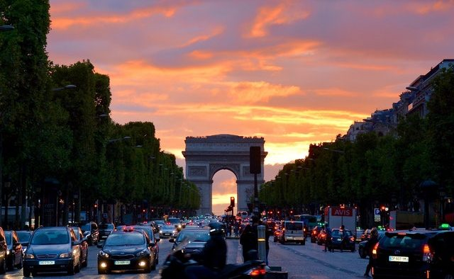 Grevă fără precendent în sectorul public din Franța