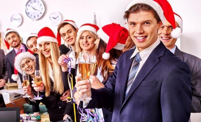 Cum să te îmbraci la petrecerea de Crăciun a companiei
