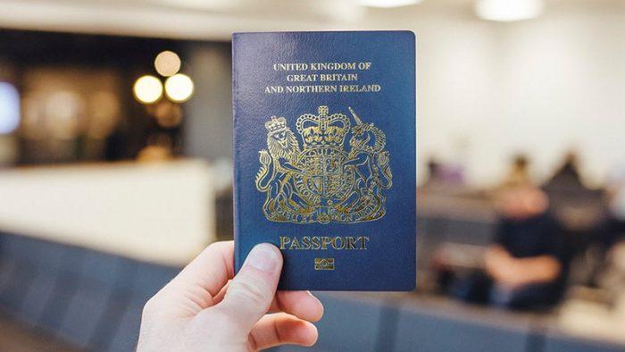 Schimbare. Brexit și culoarea paşapoartelor