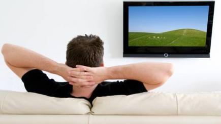 Studiu: Ce fac românii pe timpul pauzelor publicitare de la TV