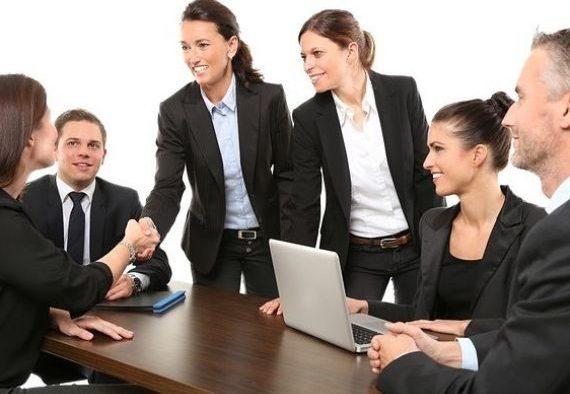 Vara vine cu angajări: 1 din 3 angajatori din România caută oameni noi
