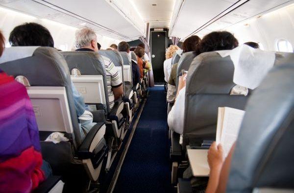 Ce NU îți spun companiile aeriene. Sfaturi ca să călătorești mai ieftin