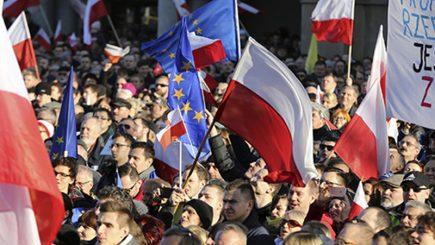 Societatea civilă din Polonia solicită oprirea schimbărilor în justiție