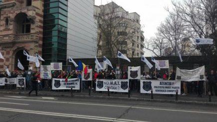 Întâlnirea de la Ministerul Muncii nu a stins conflictul. Polițiștii au ieșit în stradă