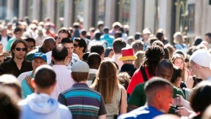 Într-o lună România a pierdut peste 13.000 de cetățeni, echivalentul a patru comune