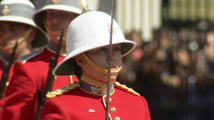 """""""Resimt puțin stres"""". Responsabilitățile primei femei care comandă Garda Reginei Elisabeta a II-a a Marii Britanii"""
