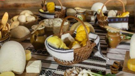 Târg cu meșteri și produse tradiționale în curtea Muzeului Național al Țăranului Român