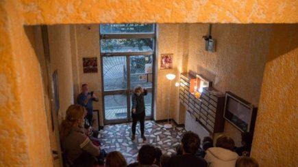 Cum a apărut opera în scara blocului și ce se schimbă în oraș prin idei