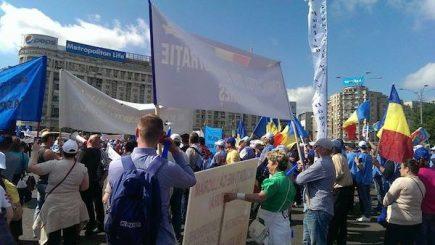 Angajații din administrația locală vor continua acțiunile de protest