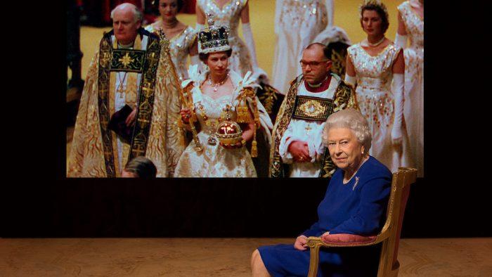 Povestea adevărată a unei regine și a coroanei sale
