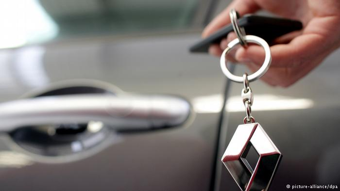 Acţiunile Renault scad puternic după perchezițiile procurorilor