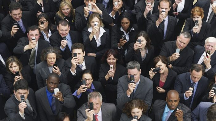 Rețeaua socială: Despre evaluări, credibilitate, utilizatori