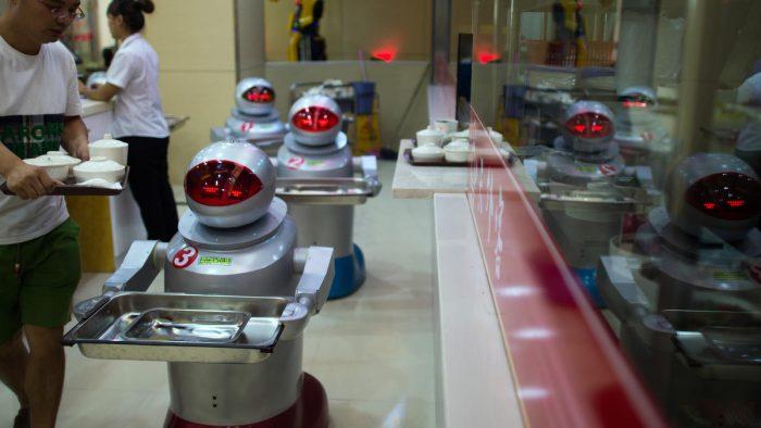 Roboţi concediaţi pentru incompetenţă
