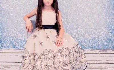 Cum să alegi rochiţa fetiţei tale pentru Crăciun şi Revelion