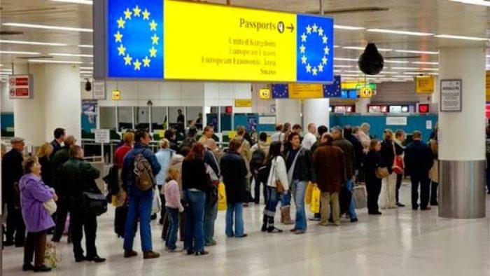 Studiu: 55% dintre români ar vrea să lucreze în altă țară