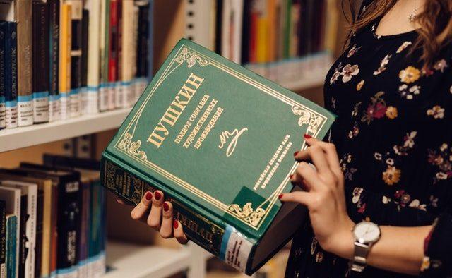 Doi din trei angajați români vor să învețe o limbă străină pentru a avansa în carieră