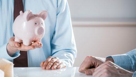 Avertisment despre creşterea salariului minim: Să gândim înainte să acţionăm!