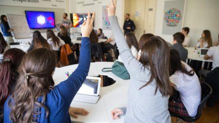 Tinerii români vor să fie programatori şi… manageri