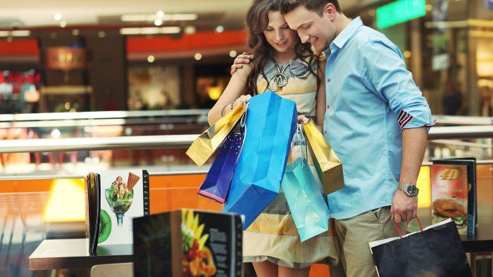 Bărbatul este noua femeie. Folosește shoppingul ca terapie antistres